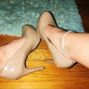 Simplistic Nude Heel
